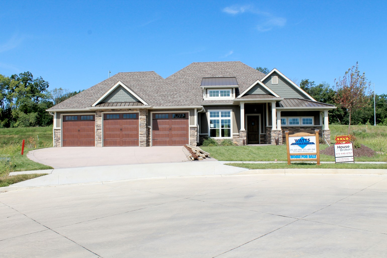 1101 Shallow-front house